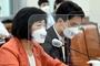'대장동 의혹' 마스크·리본 놓고 여야 공방