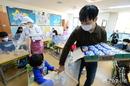 급식·돌봄 파업… 학교 '혼란' 학부모 '분통'