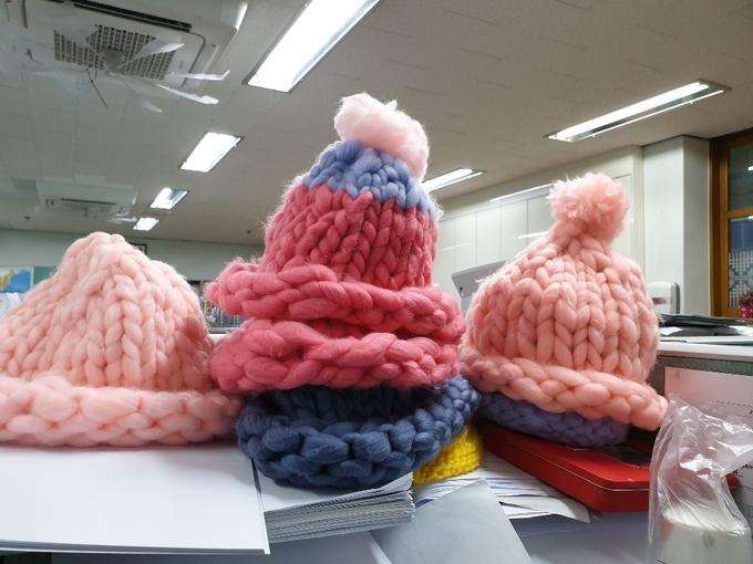남사중학교 3학년 2반 학생들이 소아암 환자를 위해 만든 털모자